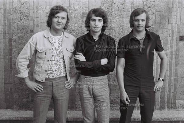 # 800 - 1970r. Warszawa, Czerwone Gitary w składzie: Seweryn Krajewski, Bernard Dornowski, Jerzy Skrzypczyk