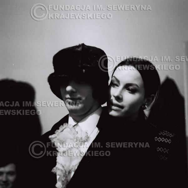# 86 - Jerzy Skrzypczyk z narzeczoną Marylą, 1968r.