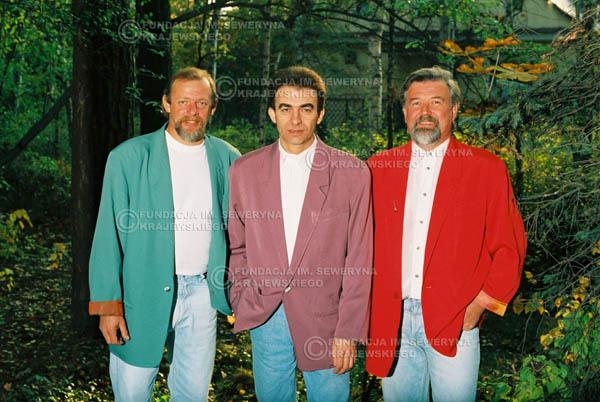 # 907 - Czerwone Gitary w składzie: Jerzy Skrzypczyk, Seweryn Krajewski, Bernard Dornowski. 1991r., sesja zdjęciowa w Michalinie.