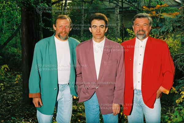 # 908 - Czerwone Gitary w składzie: Jerzy Skrzypczyk, Seweryn Krajewski, Bernard Dornowski. 1991r., sesja zdjęciowa w Michalinie.