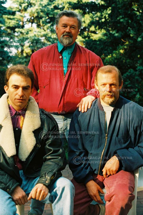 # 909 - Czerwone Gitary w składzie: Jerzy Skrzypczyk, Seweryn Krajewski, Bernard Dornowski. 1991r., sesja zdjęciowa w Michalinie.