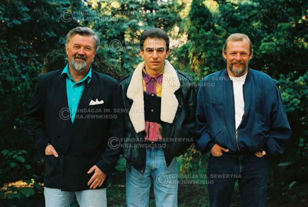 # 913 - Czerwone Gitary w składzie: Jerzy Skrzypczyk, Seweryn Krajewski, Bernard Dornowski. 1991r., sesja zdjęciowa w Michalinie.