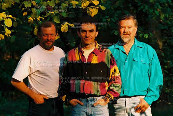 # 921 - Czerwone Gitary w składzie: Jerzy Skrzypczyk, Seweryn Krajewski, Bernard Dornowski. 1991r., sesja zdjęciowa w Michalinie.
