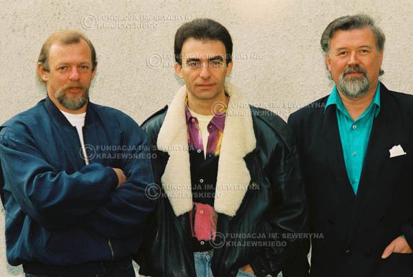 # 923 - Czerwone Gitary w składzie: Jerzy Skrzypczyk, Seweryn Krajewski, Bernard Dornowski. 1991r., sesja zdjęciowa w Michalinie.