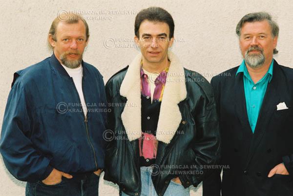 # 924 - Czerwone Gitary w składzie: Jerzy Skrzypczyk, Seweryn Krajewski, Bernard Dornowski. 1991r., sesja zdjęciowa w Michalinie.