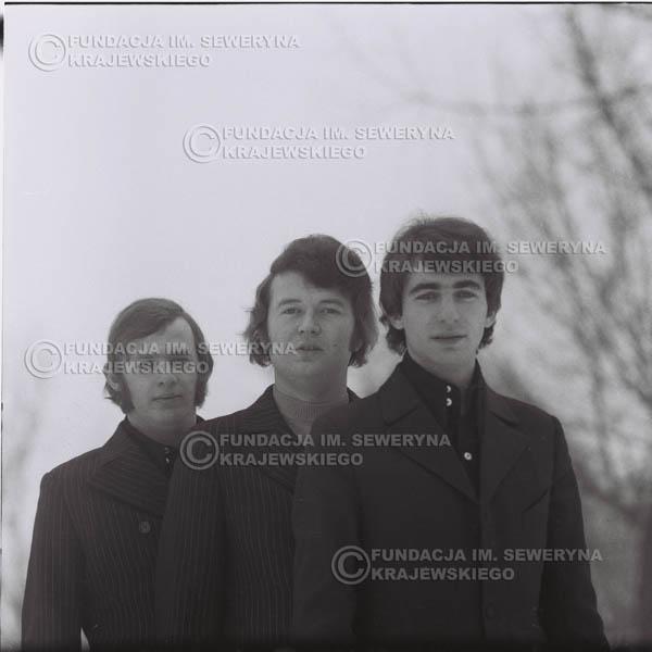 # 988 - zima 1970r. Czerwone Gitary w składzie: Seweryn Krajewski, Bernard Dornowski, Jerzy Skrzypczyk